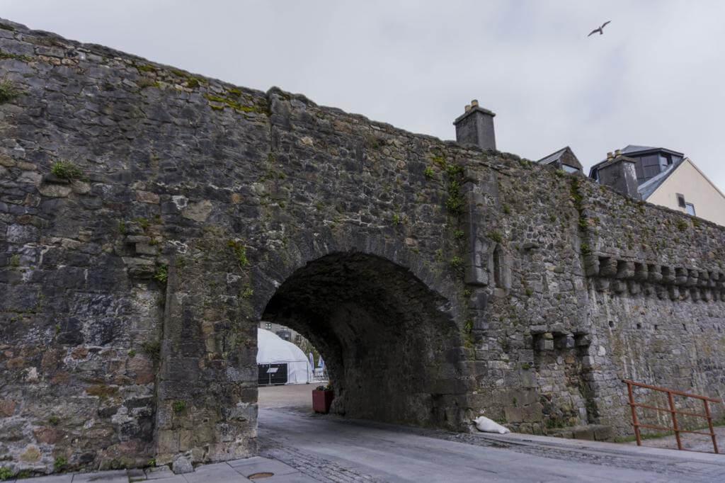 ¿Qué ver en Galway en un día? Arco Español