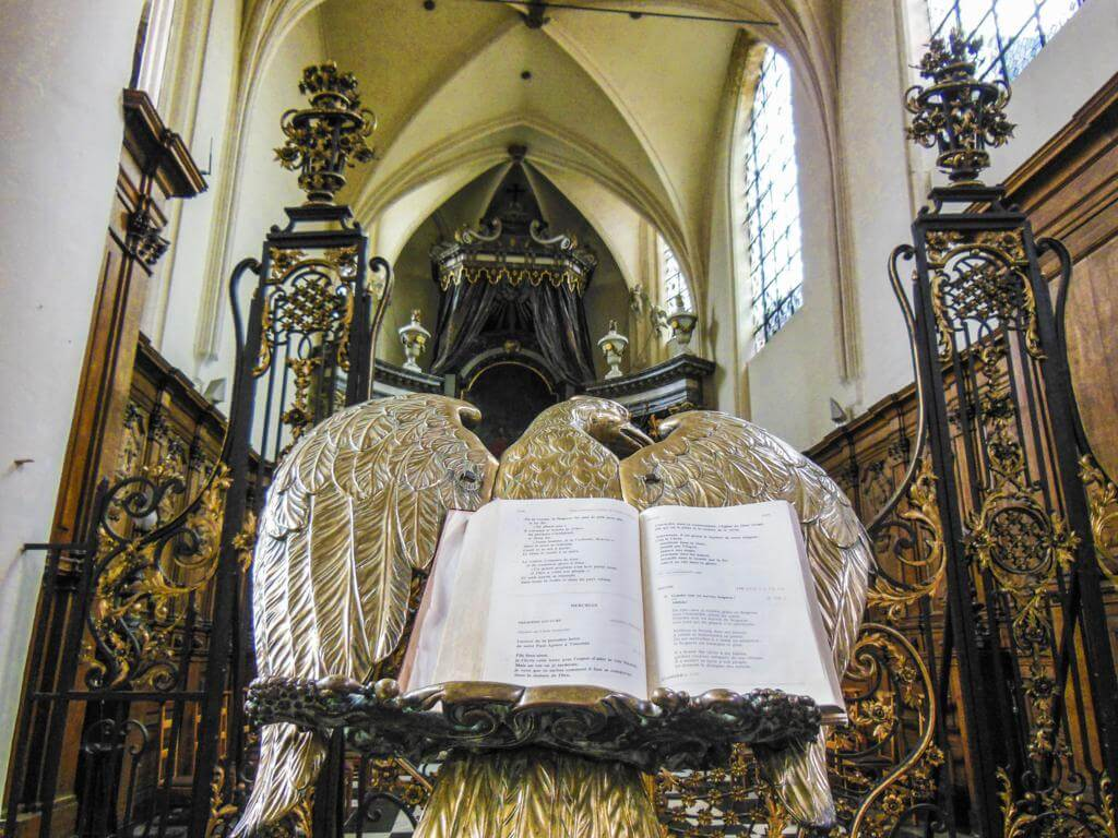 Interior de la Iglesia de San Nicolás en Bruselas.