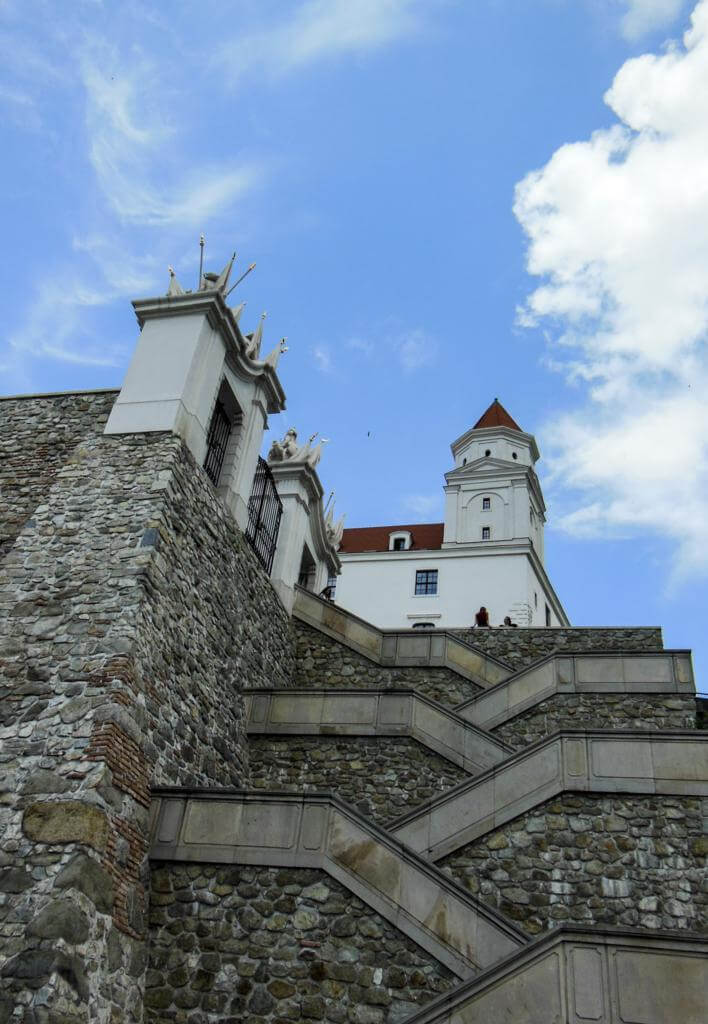 Escaleras de subida a la fortaleza.