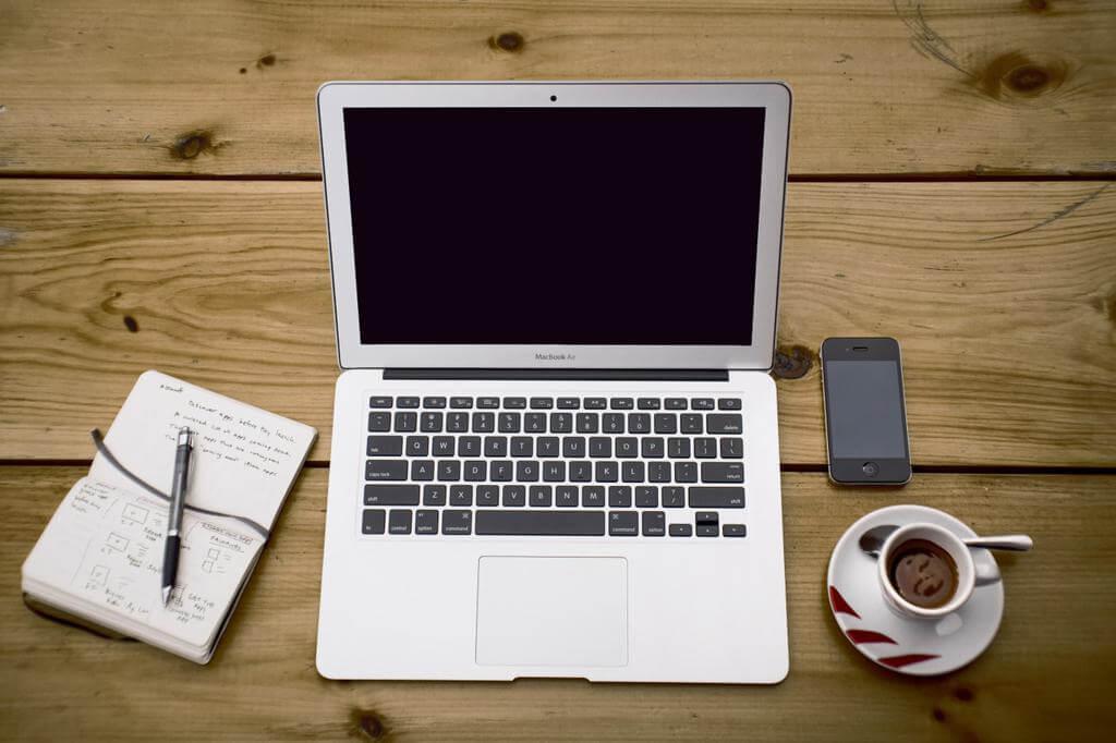 Si tenemos redes sociales es bueno tener un blog asociado.