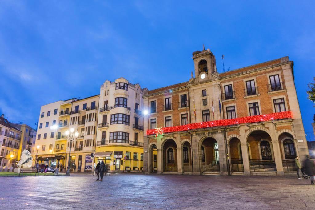 La Plaza Mayor y Ayuntamiento Viejo de Zamora.