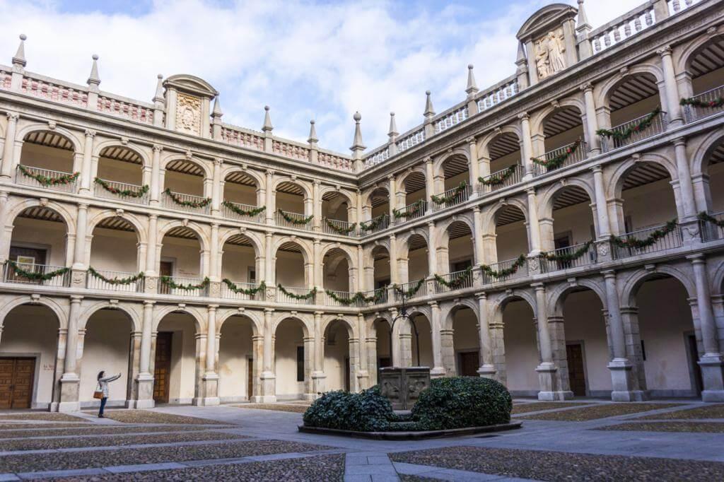 Patio de Santo Tomás en la Universidad de Alcalá de Henares.
