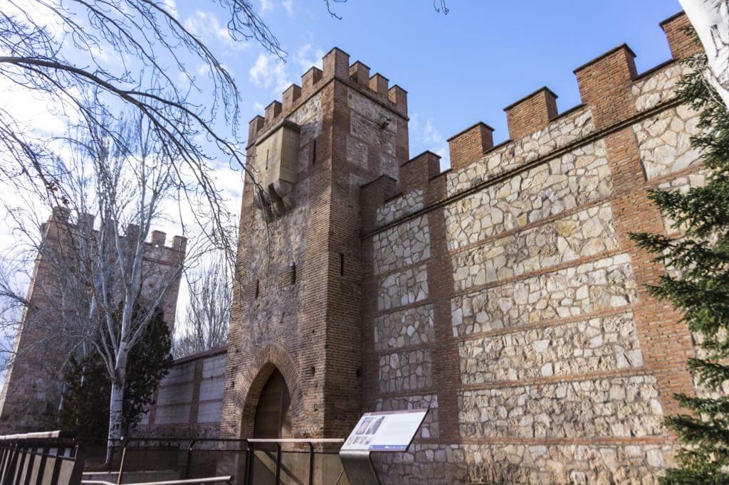 ¿Qué ver en Alcalá de Henares en un día? Puerta de la Torre XIV.