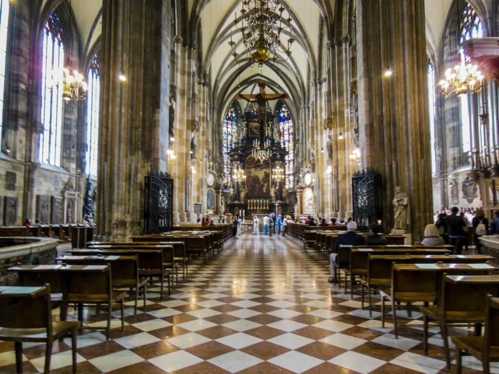 Interior de la Catedral de Viena (Stephansdom).