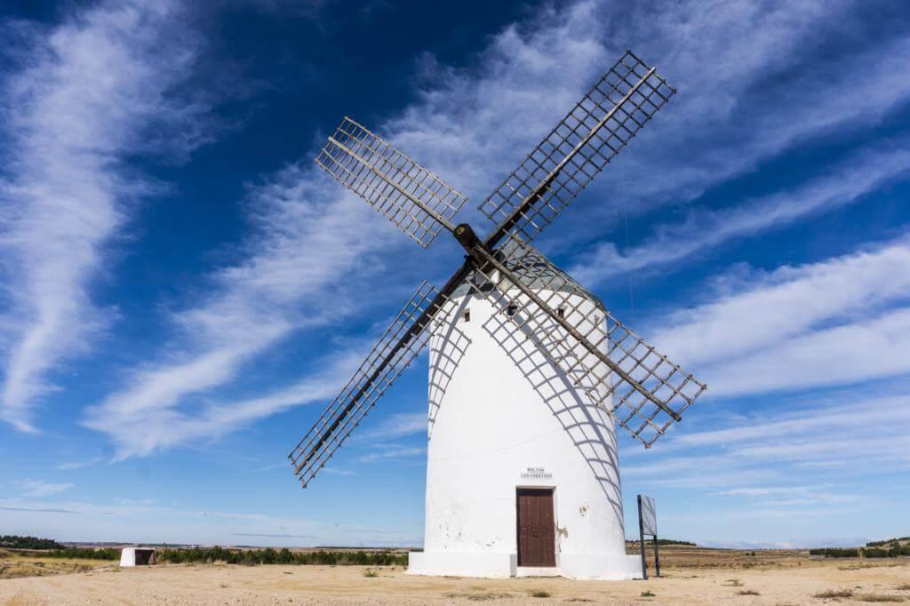 Ruta de los Molinos de Viento en Castilla La Mancha en El Romeral.