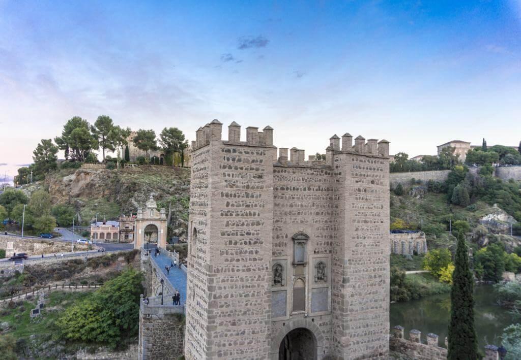 ¿Qué ver en Toledo en dos días? Puerta/Puente de Alcántara.