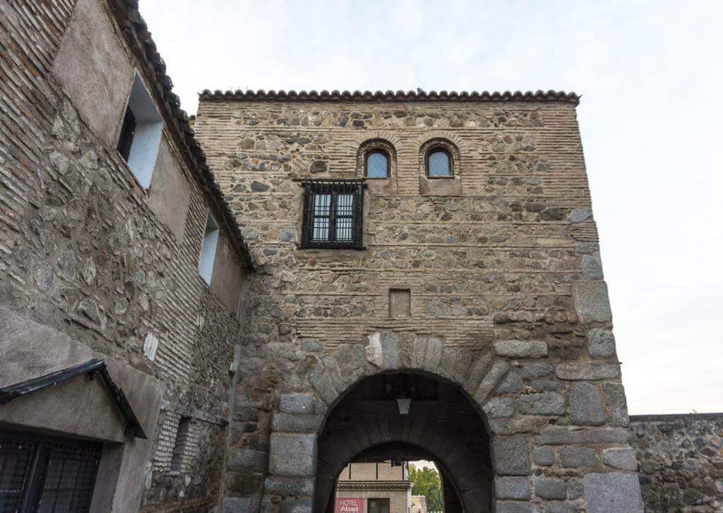 Puerta de Valmardón.