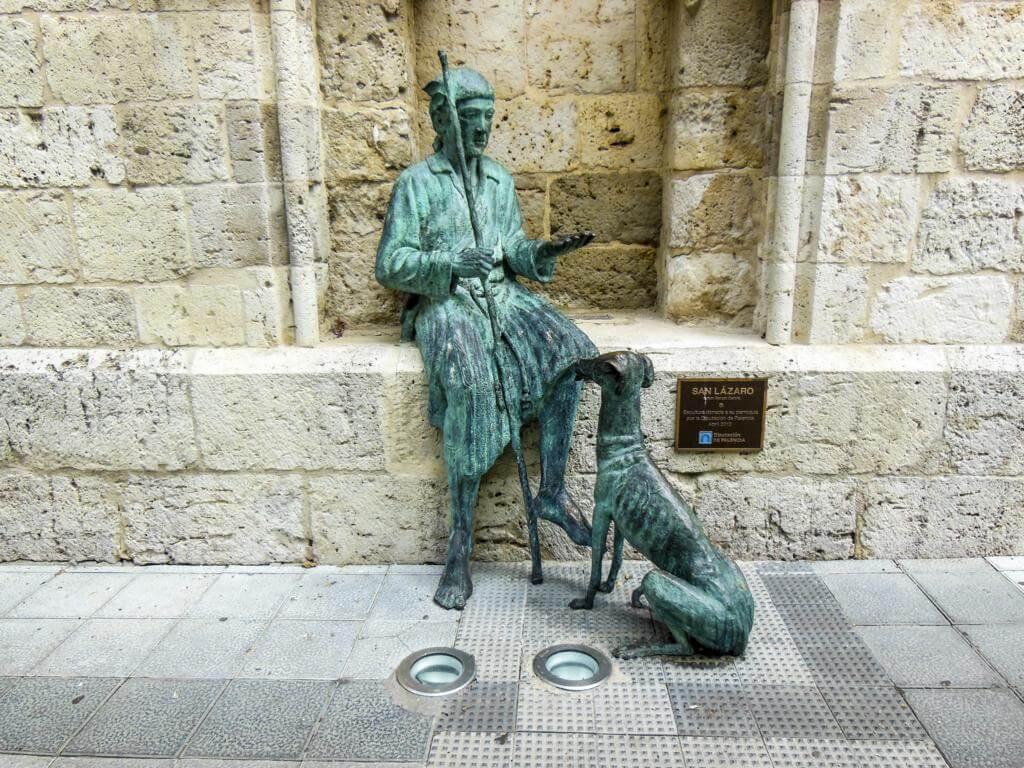 Escultura a San Lázaro.