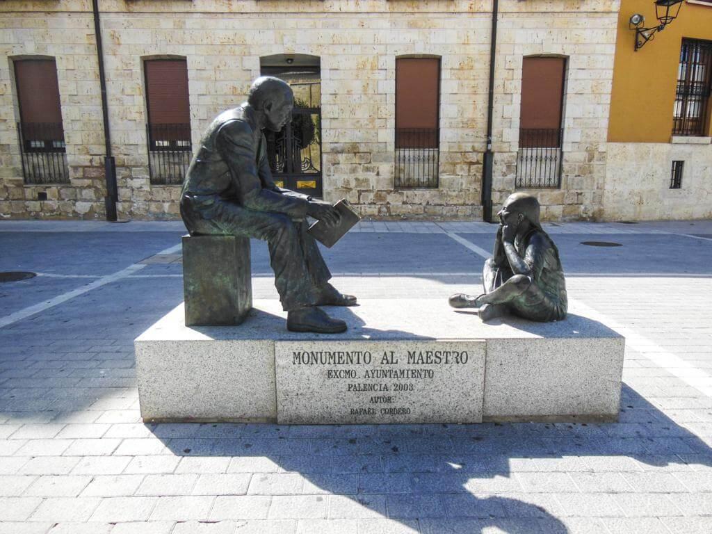 ¿Qué ver en Palencia en un día? Monumento al Maestro.