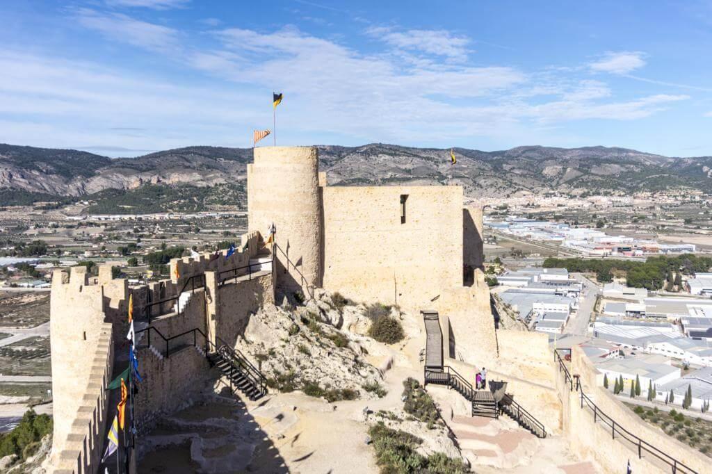Patio de armas del Castillo de Castalla.