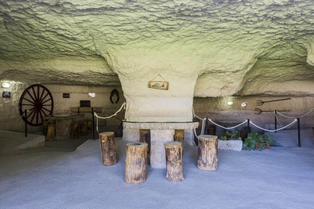¿Qué ver en Alcalá del Júcar? Cueva del Diablo.