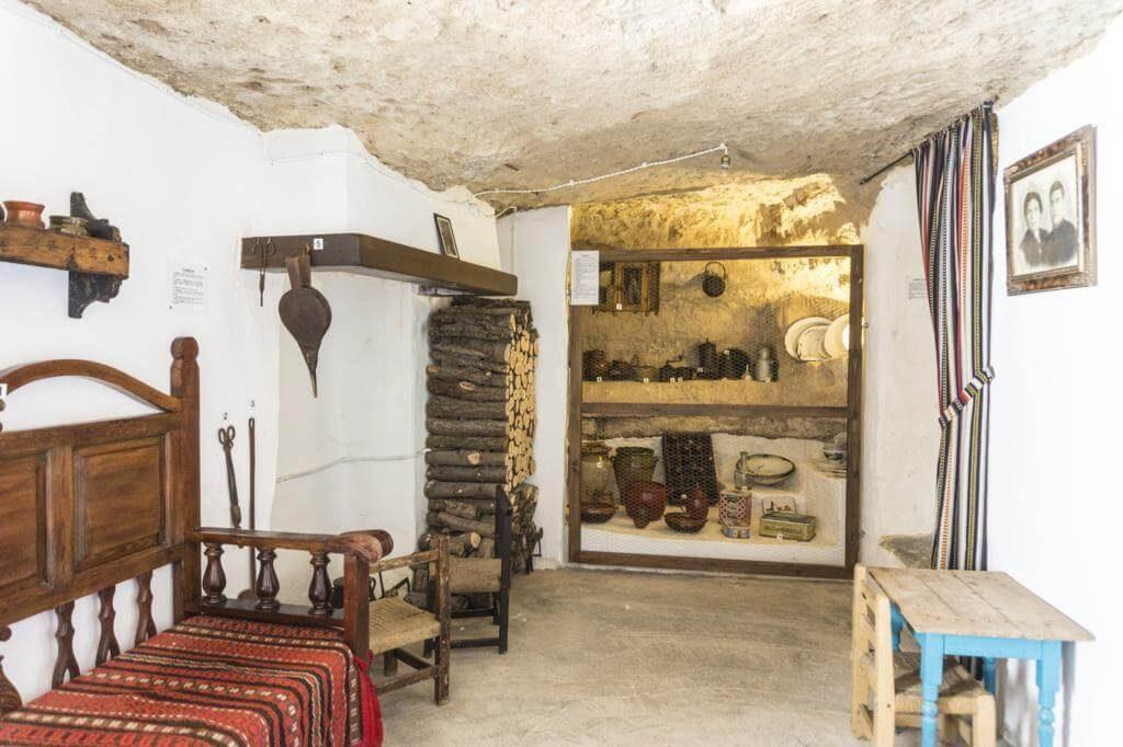 Cueva casa del Castillo de Alcalá del Júcar.