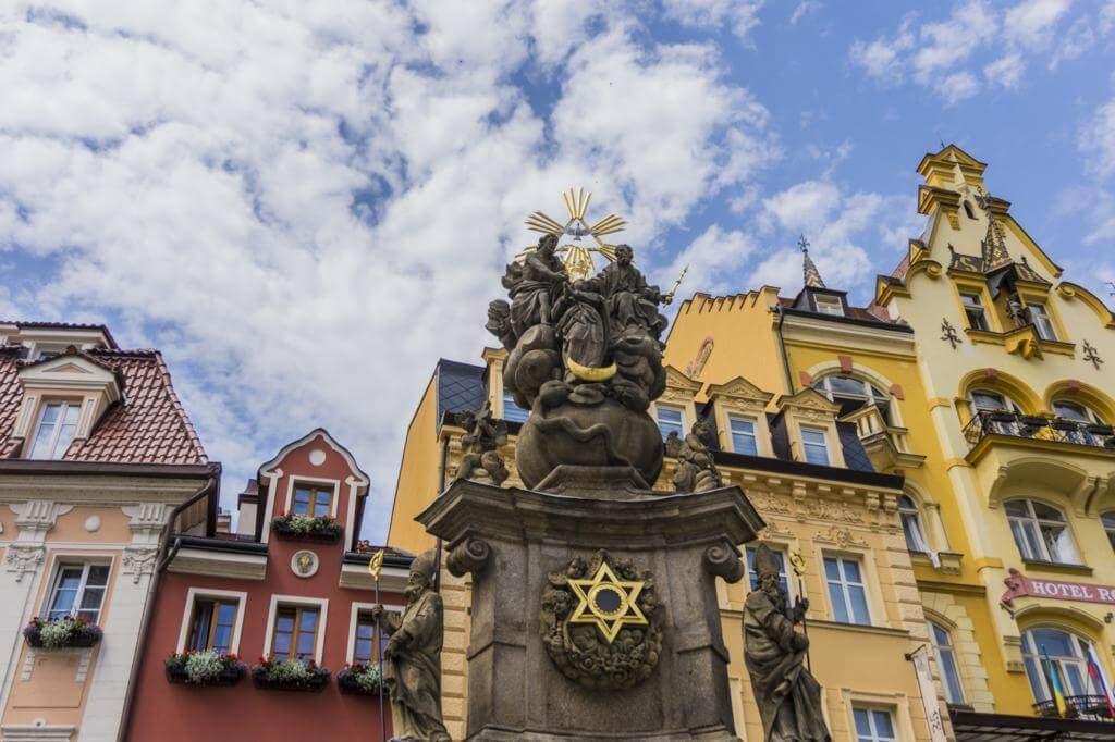 ¿Qué ver en Karlovy Vary? Columna de la Peste.