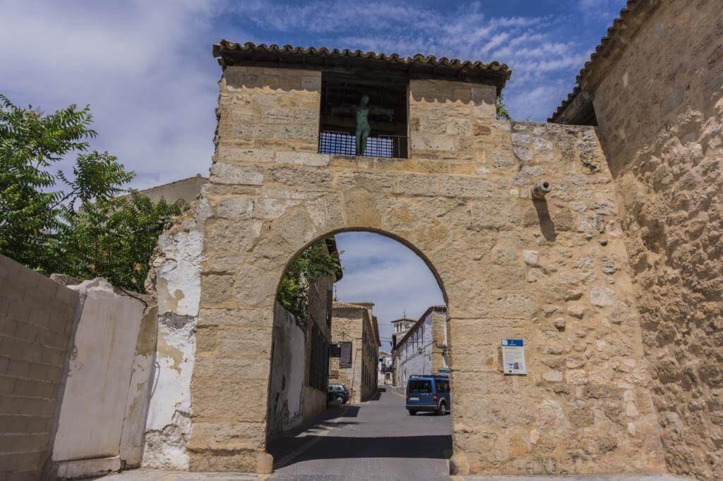 Puerta del Almudí.