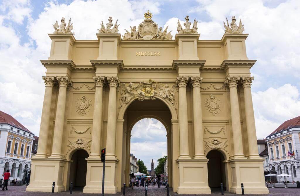 Puerta de Brandeburgo en Potsdam.