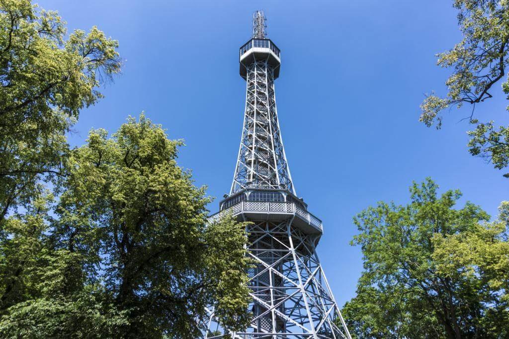 ¿Qué ver en Praga en dos días? Torre de Petrin.