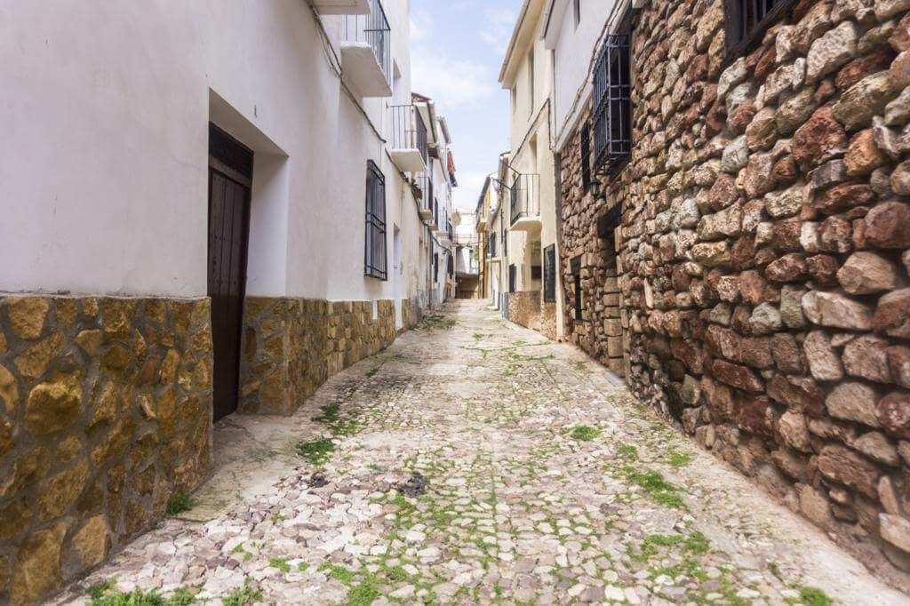 ¿Qué ver en Alcaraz? Recorre sus calles.