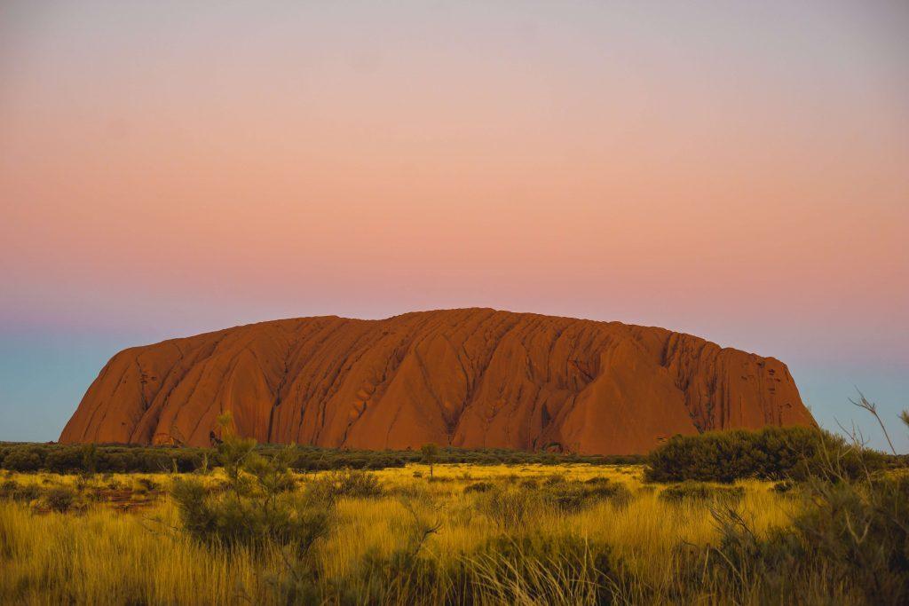 Para viajar a Australia necesitas visa y seguro.