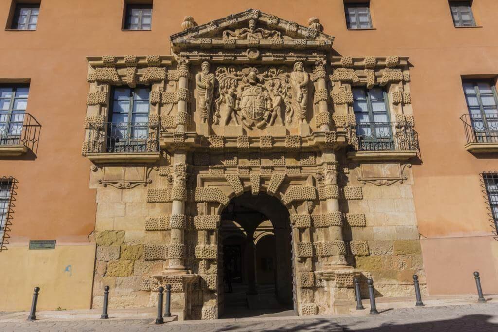 Palacio de los Condes de Cirat.