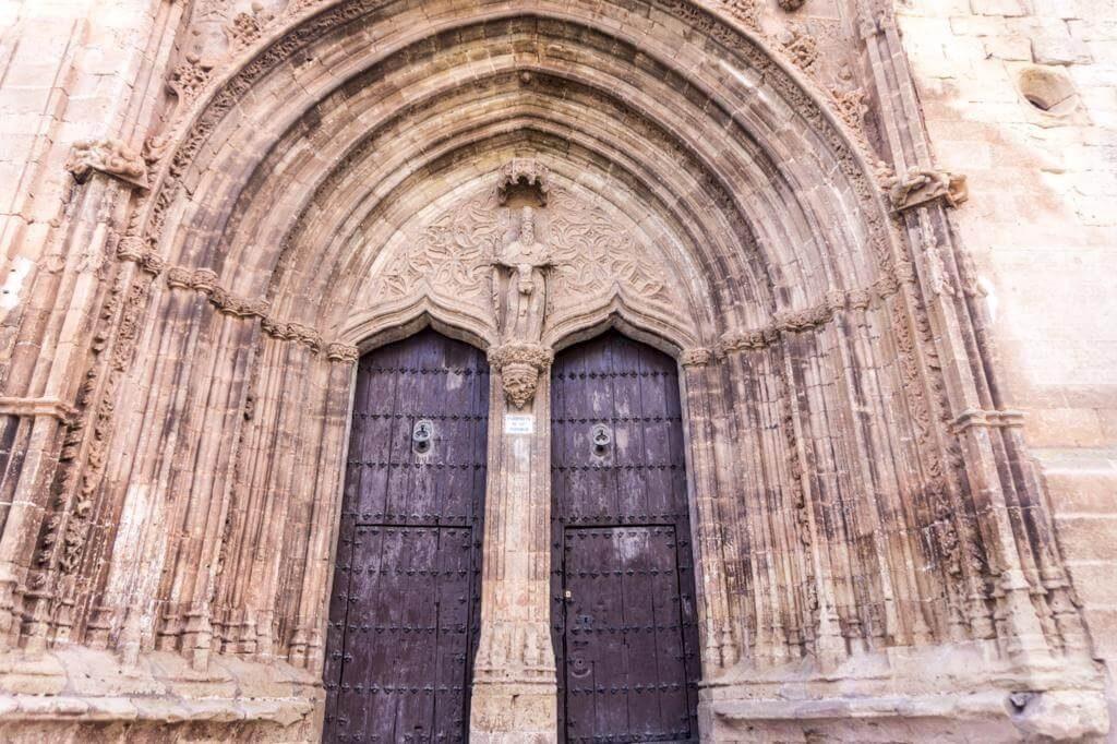 Portada principal de la Iglesia de la Trinidad.