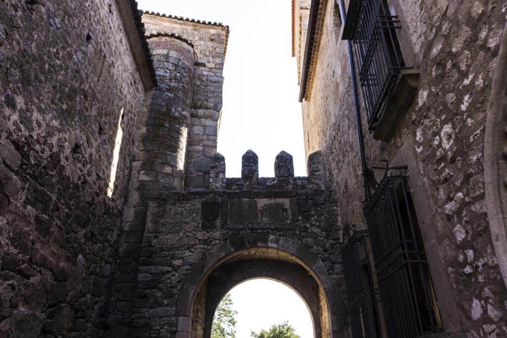 ¿Qué ver en Trujillo en 1 día? Puerta de Santiago.