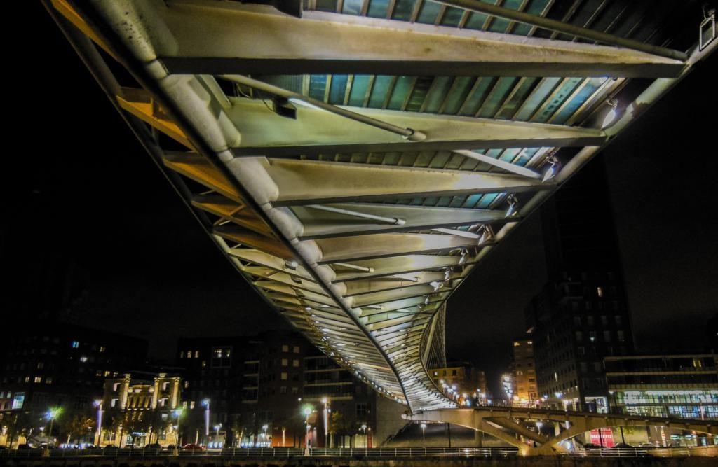 Puente Zubizuri.