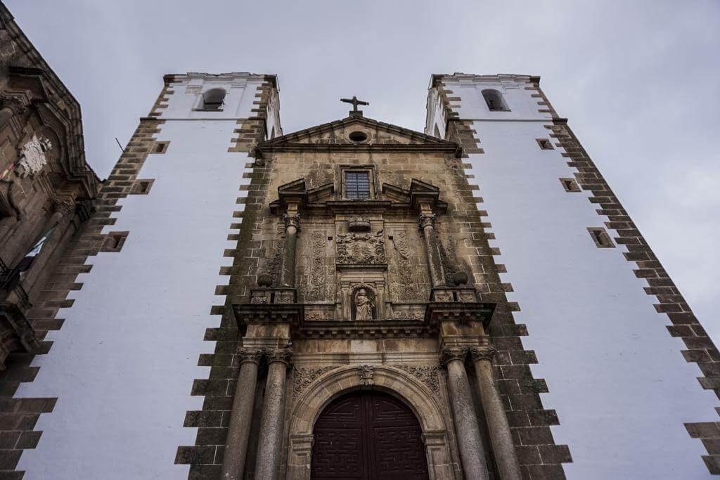 ¿Qué ver en Cáceres en 1 día? Iglesia de San Francisco Javier.