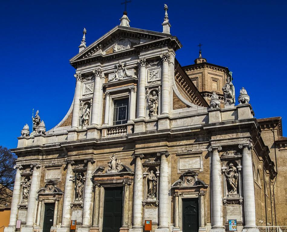 Basílica de Santa María de Oporto en Rávena.