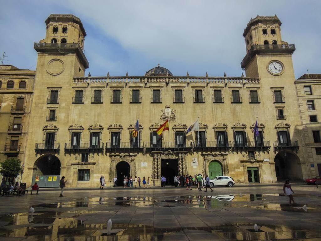 ¿Qué ver en Alicante en 1 día? Ayuntamiento.