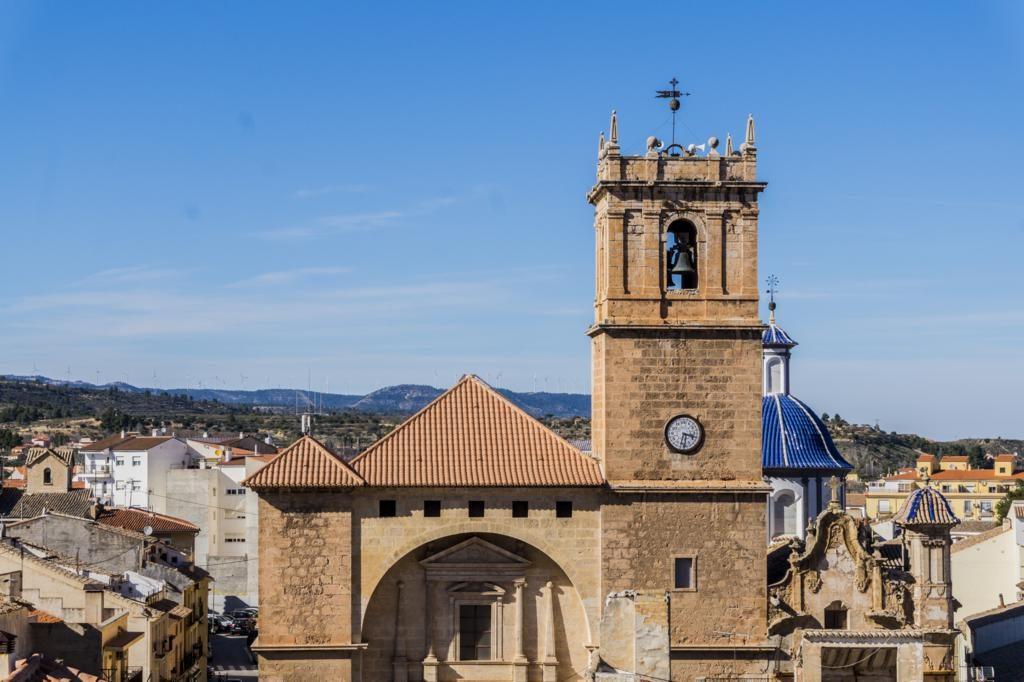 Iglesia de Nuestra Sª de la Asunción desde el Castillo.
