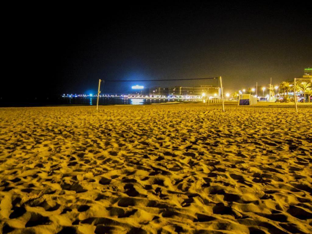 ¿Qué ver en Alicante en 1 día? Playa del Postiguet.