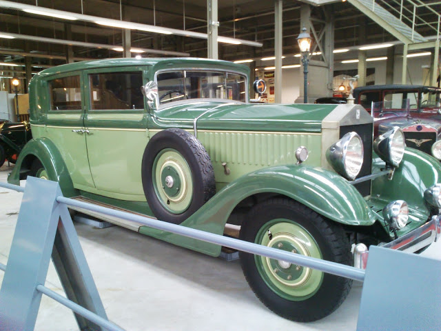 Precioso coche de Belle Epoque.