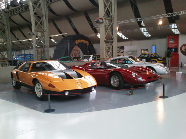 Gran colección de coches deportivos.