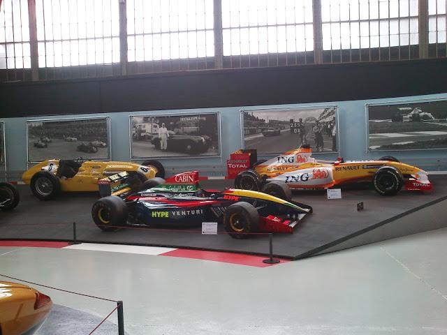 Fantásticos coches de carrera y fórmula 1.