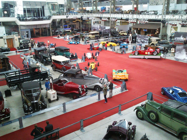 Más de 400 vehículos componen el museo de coches.