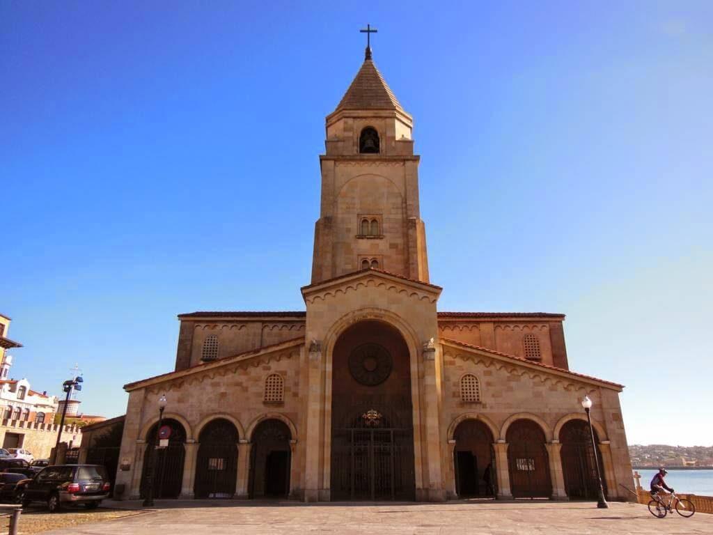 Fachada de la Iglesia de San Pedro.
