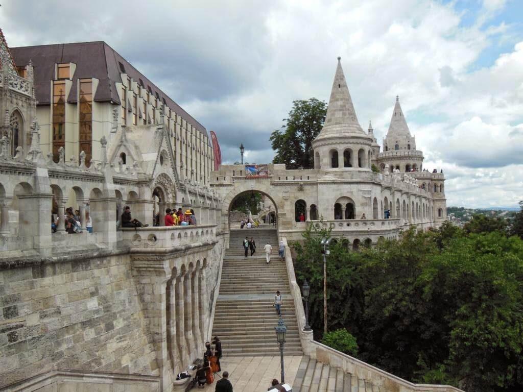 7 torres en homenaje a los líderes de las tribus magiares que fundaron Hungría