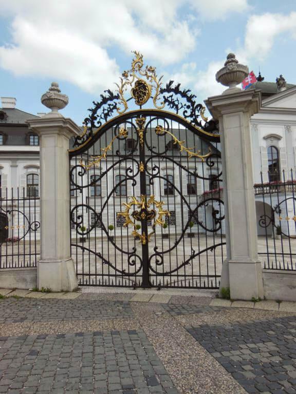 Puerta de acceso al palacio