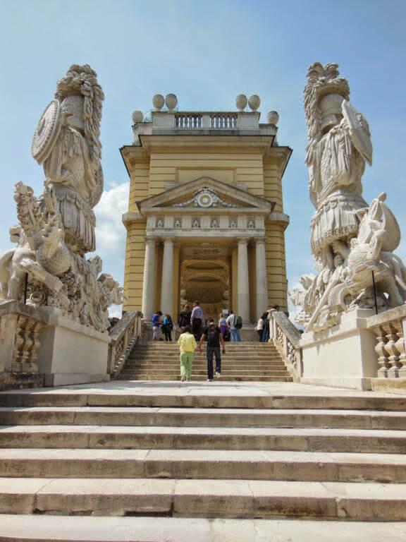Estatuas impresionantes en el recinto palaciego