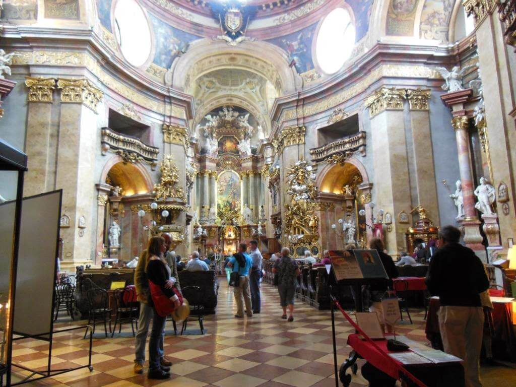 La iglesia está inspirada en la famosa Basílica de San Pedro de Roma