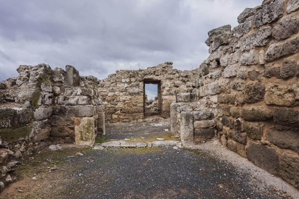Puerta de acceso al Castillo de Calatrava la Vieja.
