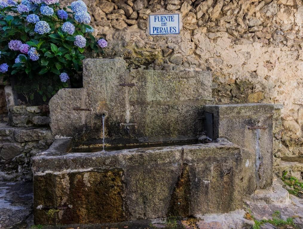 ¿Qué ver en Candelario? Fuente de Perales.