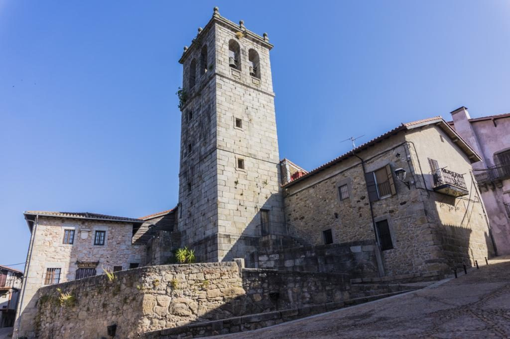Iglesia de Santiago y San Ginés en Mogarraz.