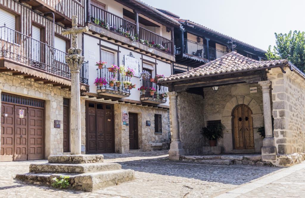 Ermita del Humilladero y la Cruz de los Judíos en Mogarraz.