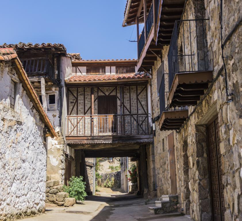 Calle en el casco histórico de Sequeros.