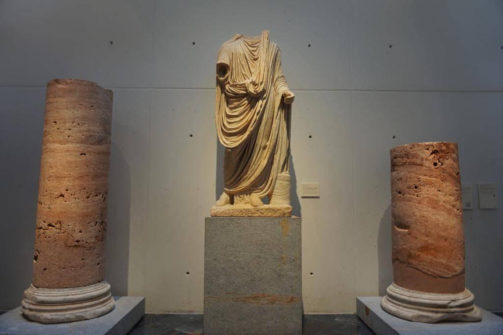 Esculturas en el museo