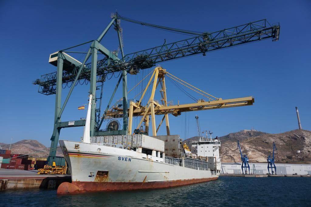El puerto desde el barco turístico
