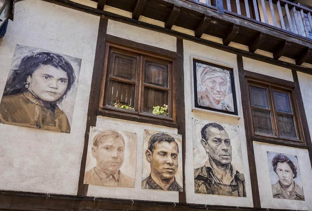 Retratos en las fachadas de las casas